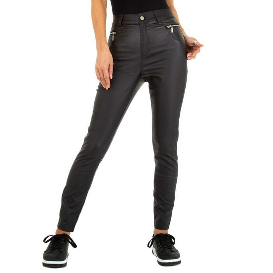 Trendy leatherlook broek met 2 front zips.