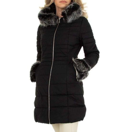 Zwarte gemoltoneerde midi winterjas.