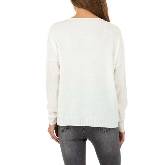 Witte fijn gebreide pullover.