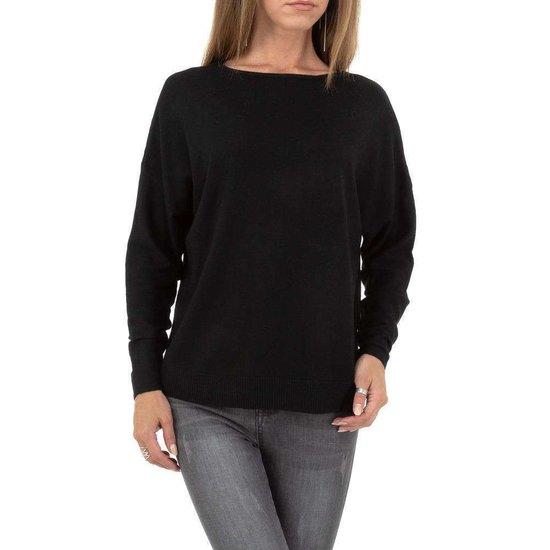 Zwarte fijn gebreide pullover.