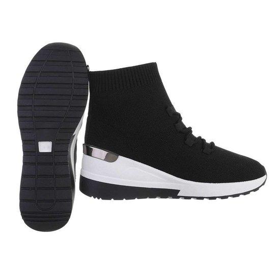 Trendy hoge zwarte sock sneaker Verda.