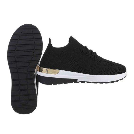 Trendy lage zwarte sock sneaker Pepa.