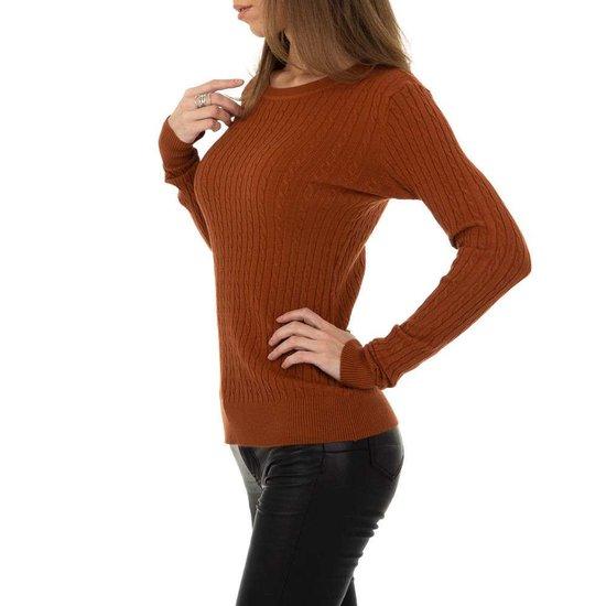Bruine pullover met struktuur.