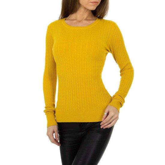 Gele pullover met struktuur.