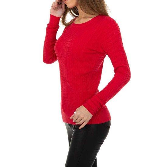 Rode pullover met struktuur.