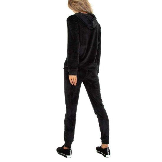 Zwarte velvet loungewear VOGUE
