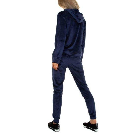 Donker blauwe velvet loungewear VOGUE