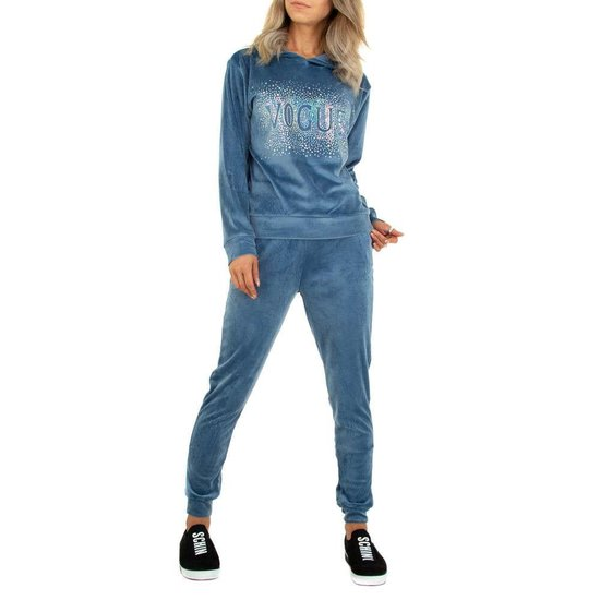 Blauwe velvet loungewear VOGUE