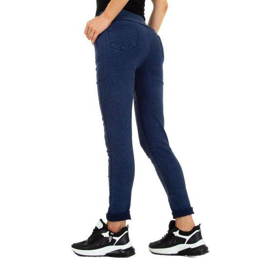 Blue jeans met knoppen deco.