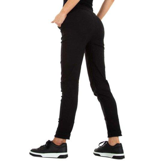 Fashion zwarte Chino broek met ketting.
