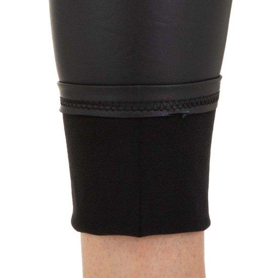 Ultra hoge zwarte leatherlook broek.