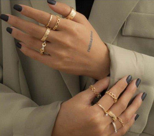 11 delige gouden luxe ringenset.