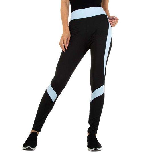 Sportieve zwarte legging met blauw lijnenspel.