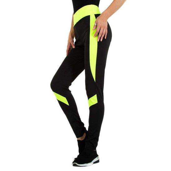 Sportieve zwarte legging met geel lijnenspel.