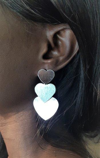 Oorbellen tripple zilveren harten.