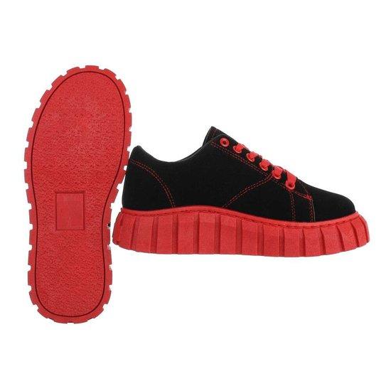 Zwart-rode lage textiel sneaker Miche.