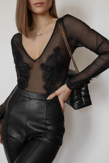 Zwarte bodysuit met v-neck.