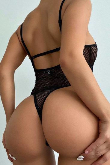 Zwarte mesh bodysuit.