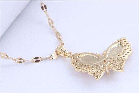 Titanium gouden halsketting met vlinder.