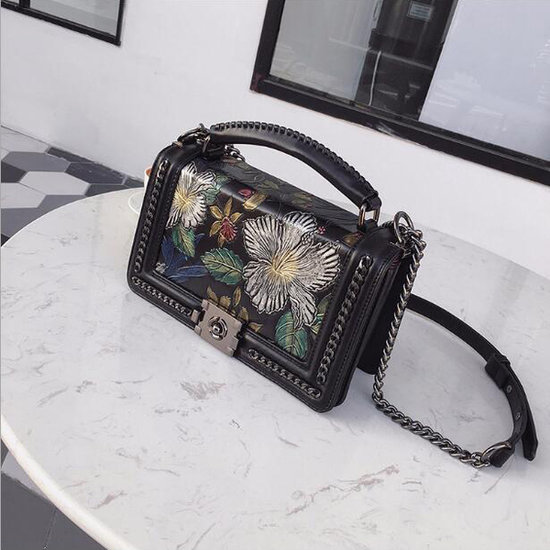 Fashion schoudertas met bloemenmotief.