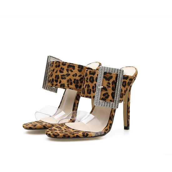 Loretta slipper met leopard print.