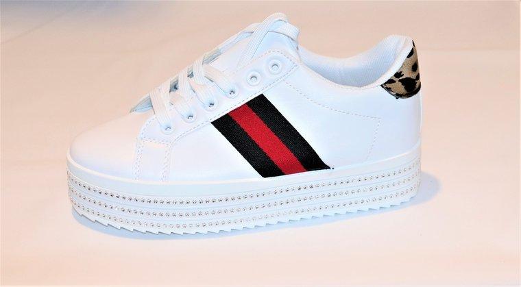 Bella lage sneaker met platform.