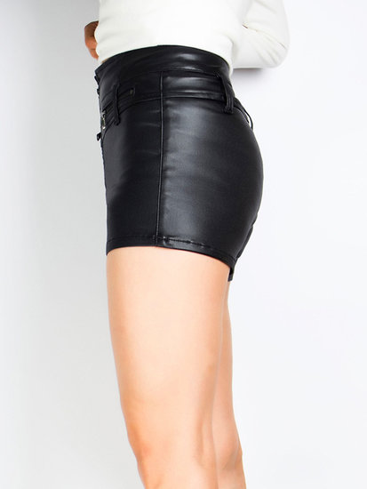 High waist short in simili leder.