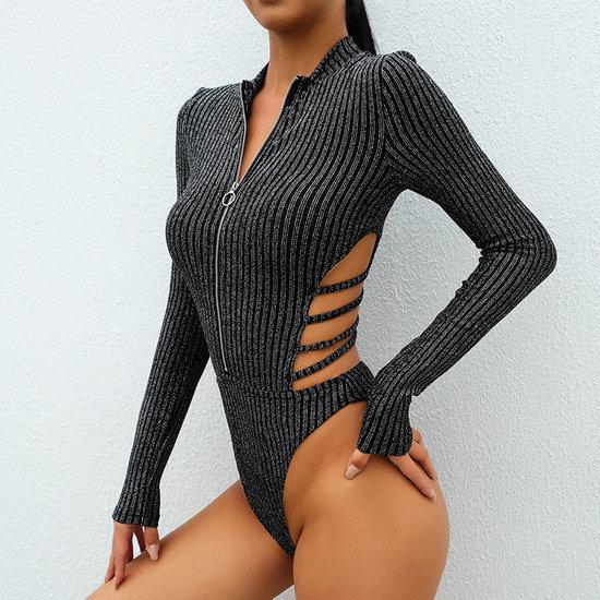 Sexy body top met ritsluiting en kruisbanden.