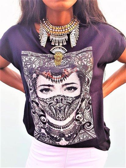 Fashion t-shirt Magic India.