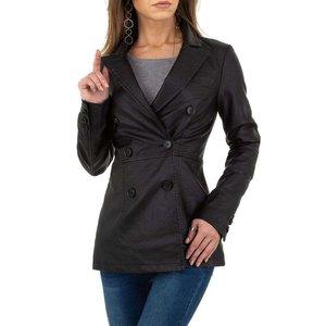 Trendy zwarte leatherlook jas.