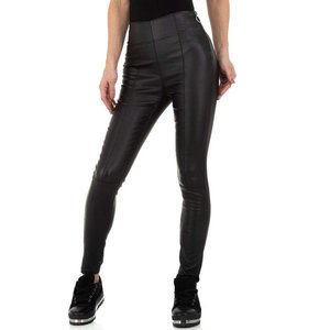 Stijlvolle zwarte leatherlook broek met hoge taille.